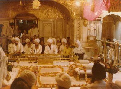 Kirtan at Golden Temple : Sikh Daily